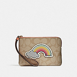 CORNER ZIP WRISTLET IN SIGNATURE CANVAS WITH MOTIF - LIGHT KHAKI/CORAL/GOLD - COACH F73584