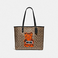 REVERSIBLE CITY TOTE IN SIGNATURE CANVAS WITH VANDAL GUMMY - KHAKI MULTI/BLACK/GOLD - COACH F76651