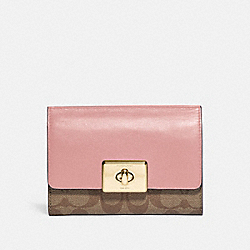 CASSIDY TURNLOCK MEDIUM WALLET IN SIGNATURE CANVAS - IM/KHAKI PINK PETAL - COACH F76789