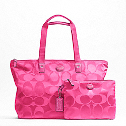 COACH GETAWAY SIGNATURE NYLON PACKABLE WEEKENDER - SILVER/HOT PINK - F77321