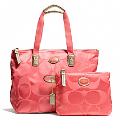 COACH GETAWAY SIGNATURE NYLON SMALL PACKABLE TOTE - BRASS/CORAL - F77322