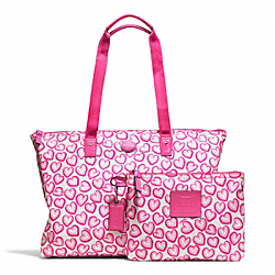 GETAWAY HEART PRINT PACKABLE WEEKENDER COACH F77539