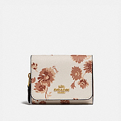 SMALL TRIFOLD WALLET WITH PRAIRIE DAISY CLUSTER PRINT - CHALK MULTI/IMITATION GOLD - COACH F78017