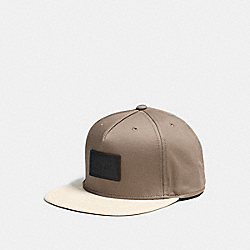 COACH FLAT BRIM HAT IN COLORBLOCK LEATHER - FOG - F86475
