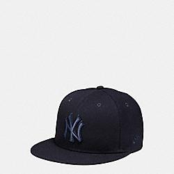 COACH MLB FLAT BRIM HAT - NY YANKEES - F87250