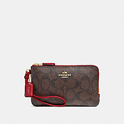 DOUBLE CORNER ZIP WRISTLET IN SIGNATURE CANVAS - BROWN/RUBY/IMITATION GOLD - COACH F87591