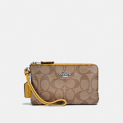 DOUBLE CORNER ZIP WRISTLET IN SIGNATURE CANVAS - KHAKI FLAX/SILVER - COACH F87591