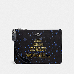 STAR WARS X COACH GALLERY POUCH WITH STARRY PRINT AND SCROLL PRINT - SV/BLACK MULTI - COACH F88648