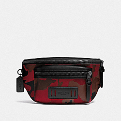 TERRAIN BELT BAG IN SIGNATURE CANVAS WITH CAMO PRINT - QB/OXBLOOD MULTI - COACH F89034