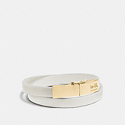 LEATHER DOUBLE WRAP COACH PLAQUE BRACELET - GOLD/CHALK - COACH F90316