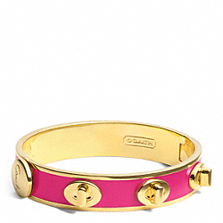 COACH HALF INCH TURNLOCK BANGLE - GOLD/FUCHSIA - F96352