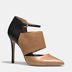 COACH HEART HEEL - NATURAL/BLACK - Q4650