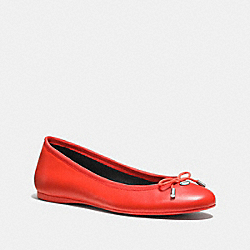 LARA FLAT - ORANGE - COACH Q7642