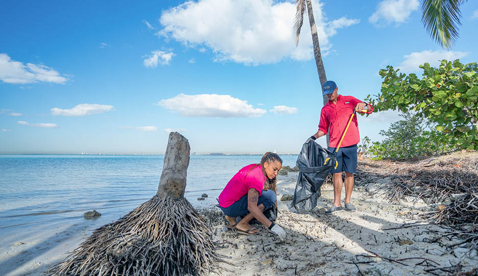 Mark and Faith cleaning up Miami shoreline; Video about cleanup efforts with Florida Sea Grant.