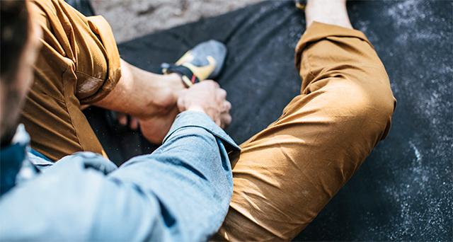 Close-up of a man wearing Hardwear AP Pant.