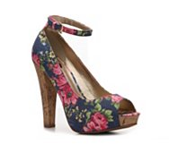 G by GUESS Crimson Floral Pump