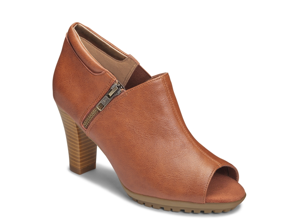 Take advantage of shoes on sale for women at Aerosoles. Find a wide variety of classic comfort shoe styles, from casual to dress, flat and boots. Â Womens Shoes on Sale - Shop Discount Shoes at Aerosoles.