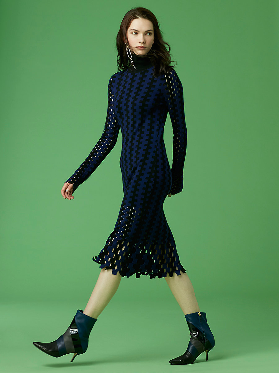 【先行予約 10月下旬お届け予定】Turtleneck Knit Midi Dress in Black/ Deep Violet by DVF