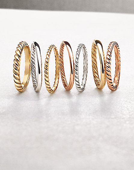 Wedding bands in 18K yellow gold, 18K rose gold and platinum.