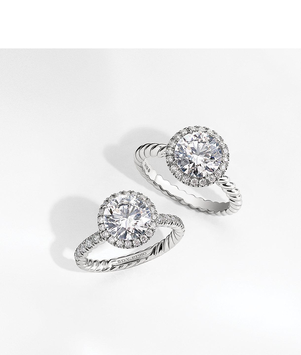 铂金和钻石订婚戒指