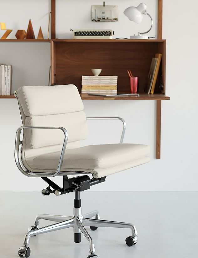 eames soft pad management chair with pneumatic lift. Black Bedroom Furniture Sets. Home Design Ideas