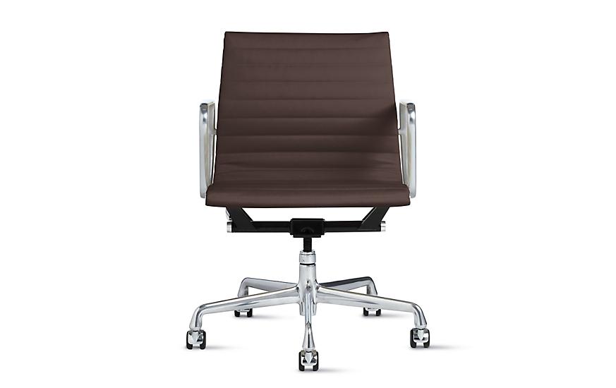 Eames® Aluminum Management Chair