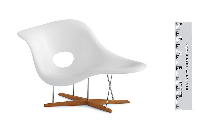 Vitra miniatures collection eames la chaise design for Chaise eames