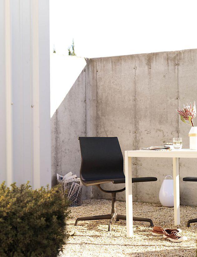 Outdoor EamesR Aluminum Group Side Chair