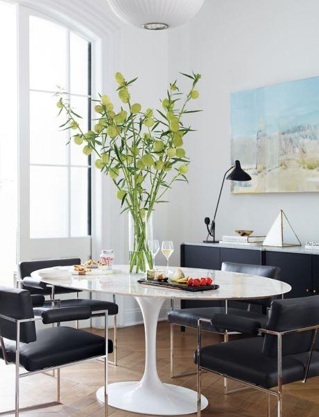 Elegant Saarinen Oval Dining Table ...