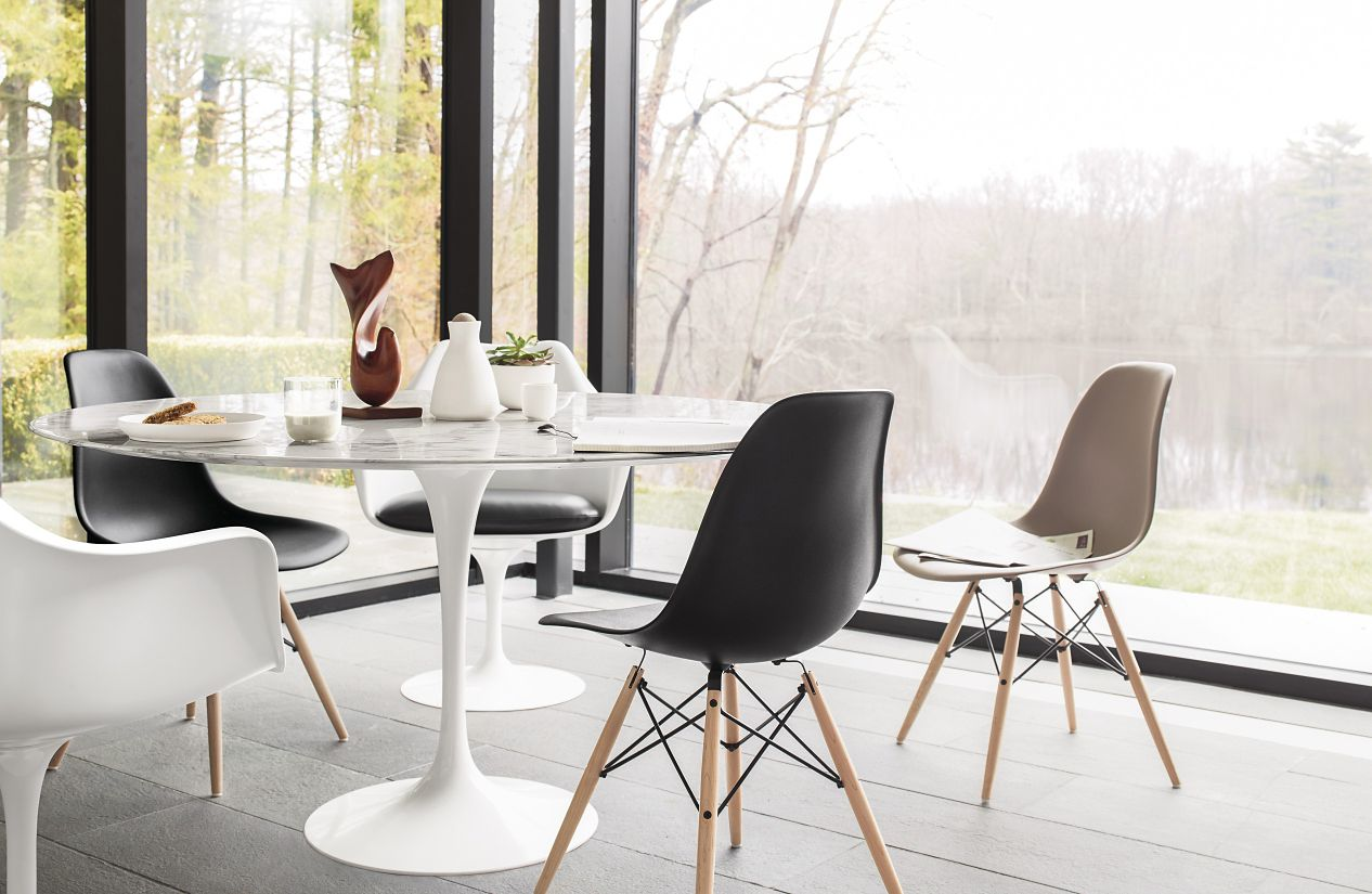 White marble meeting table combined with - Saarinen Round Dining Table
