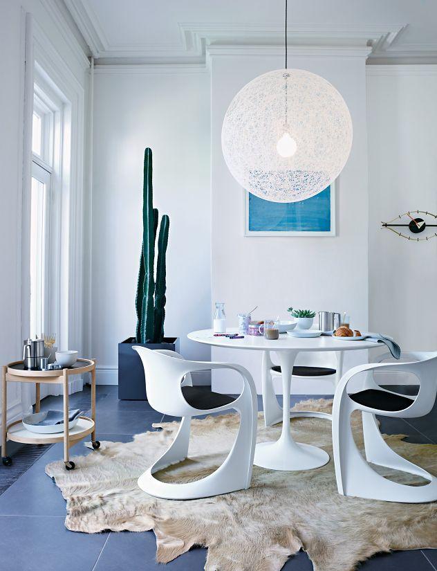 saarinen round dining table - design within reach