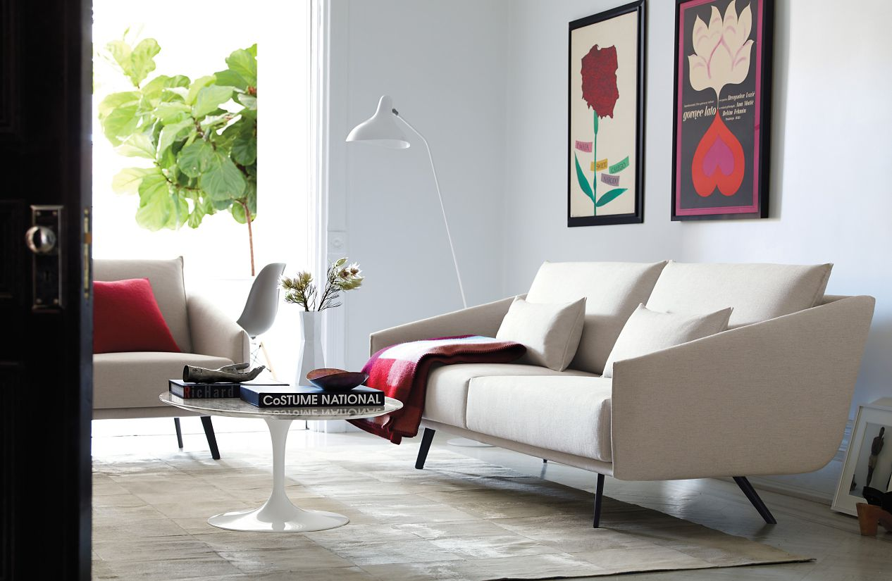 Saarinen Low Oval Coffee Table - Design Within Reach