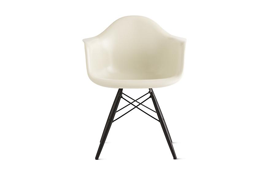 Eames® Molded Fiberglass Dowel Leg Armchair (DFAW)