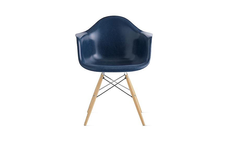 Eames® Molded Fiberglass Dowel-Leg Armchair (DFAW)