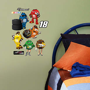 Kyle Busch #18 M&M's Pit Crew Team Set