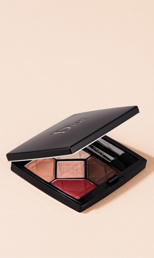 Eyes / Crimson Colour. Red is such a vivid hue, with a youthful, rock 'n' roll vibe. Ground it with smudged eyeliner around the lash line and fade the eyeshadow out from the center of your lid with your finger. Skip the mascara—the colour speaks for itself. SHOP NOW. DIOR / 5 Couleurs Eyeshadow
