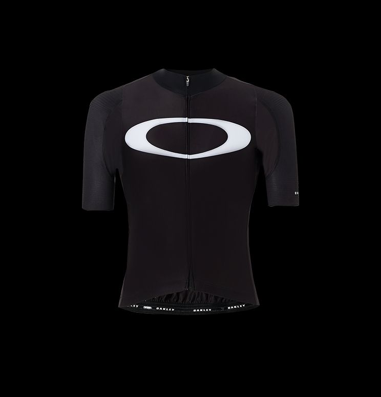 http://s7d2.scene7.com/is/image/LuxotticaOakley/2018_Cycling_Helmets_desktop_21_apparel_maglia?scl=1