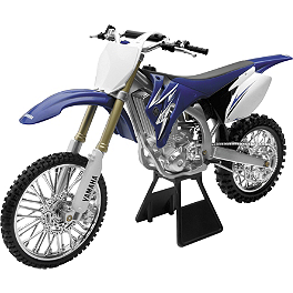 New Ray Toys 1:6 2009 Yamaha YZ450F - New Ray Toys 1:32 Rockstar Makita Suzuki Racing Truck