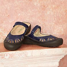 Travel-Friendly Womens Footwear for Casual Wear