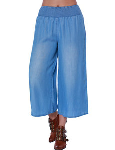 C and J Collection Blue Capris & Crops