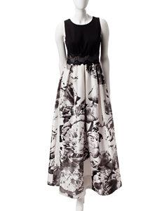Sangria Black / White A-line Dresses