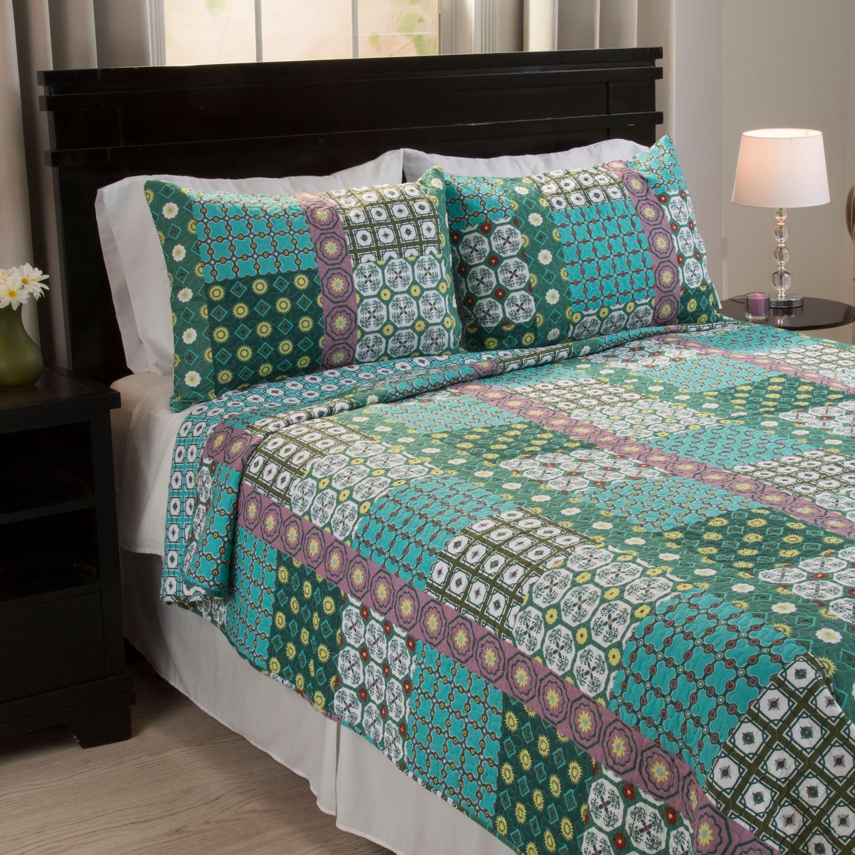 Lavish Home Rose/ Aqua/ Green Quilts & Quilt Sets