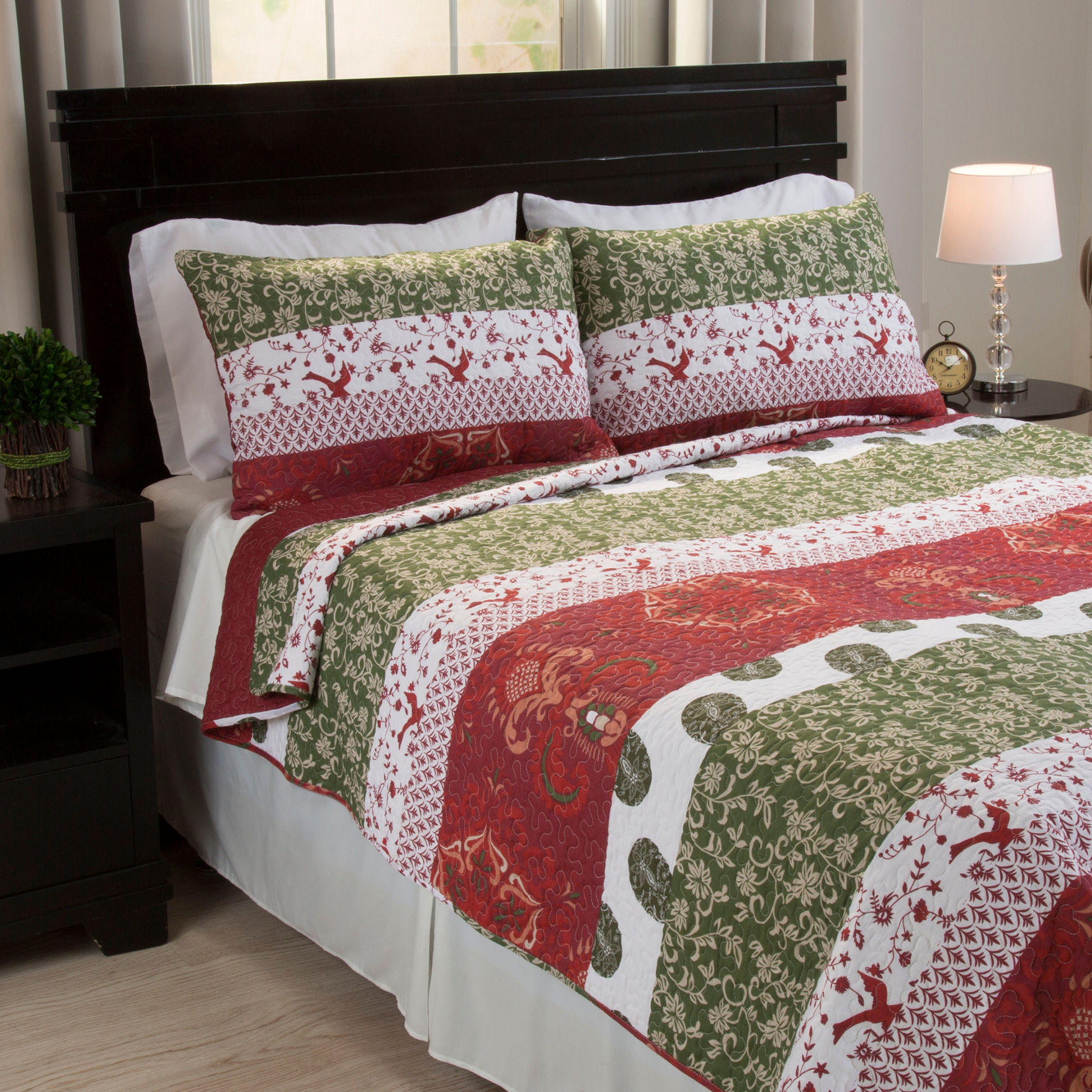 Lavish Home Burgundy/ Deep Green Quilts & Quilt Sets