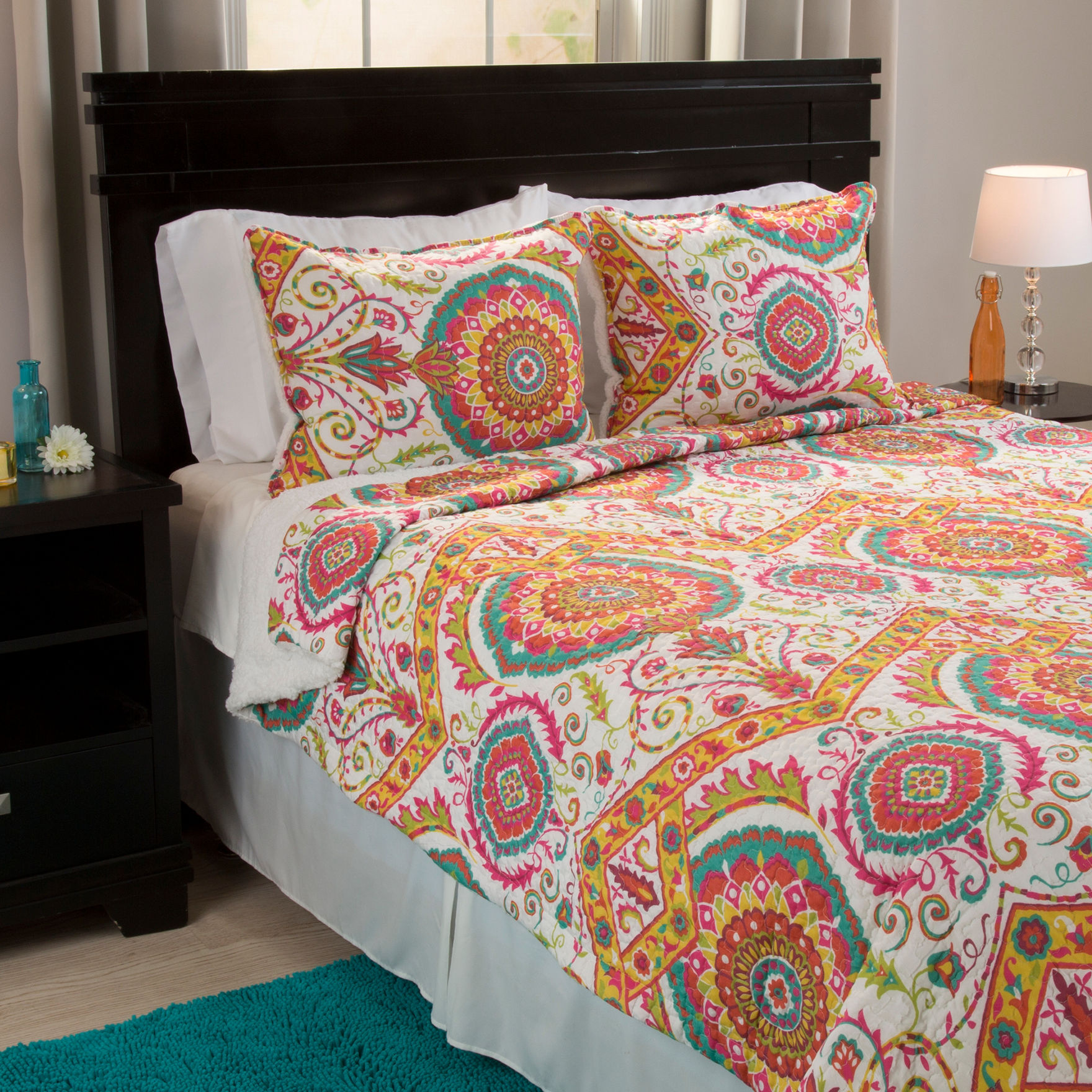 Lavish Home Yellow/ Blue/ Pink Quilts & Quilt Sets