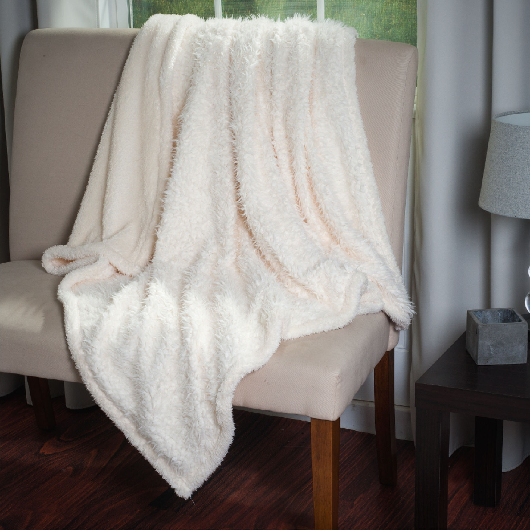 Lavish Home White Blankets & Throws
