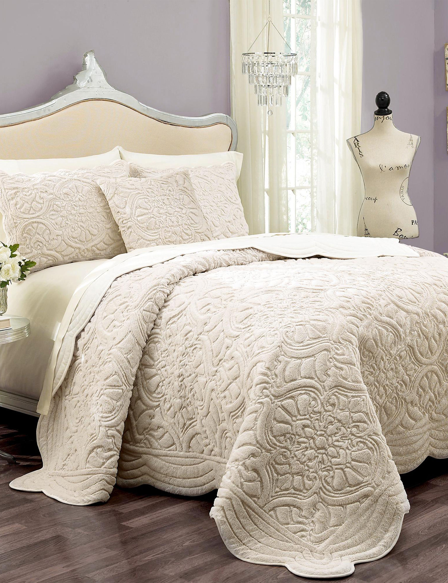 Ellery Ivory Quilts & Quilt Sets
