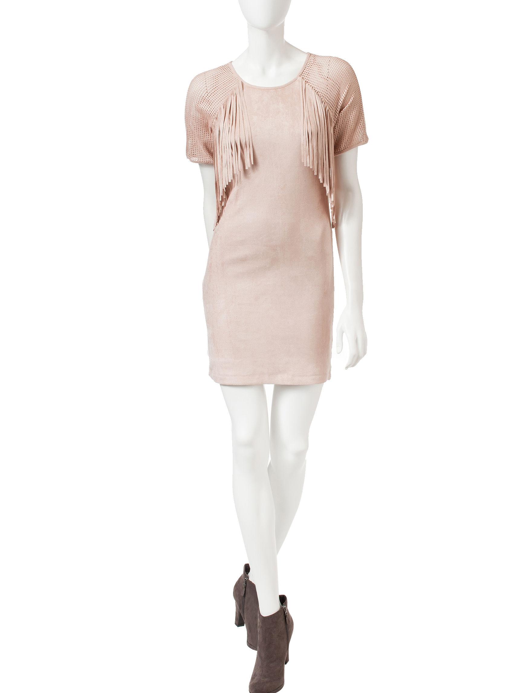 Romeo + Juliet Couture Blush Cocktail & Party Shift Dresses