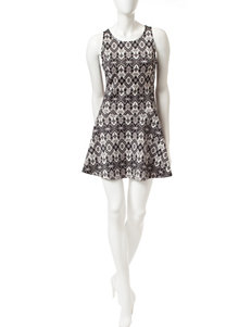 Romeo + Juliet Couture Black / White Fit & Flare Dresses