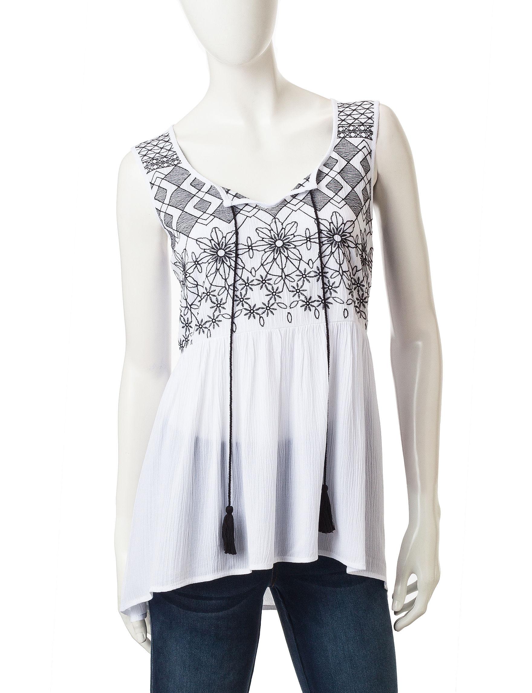 Signature Studio White Shirts & Blouses Tees & Tanks