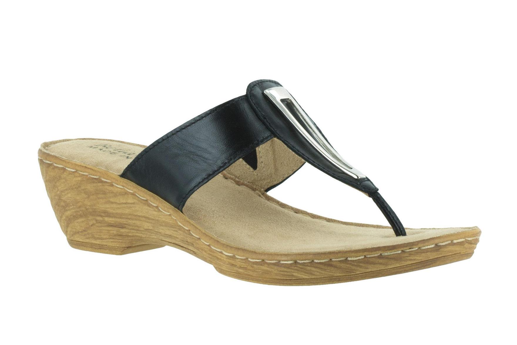 Bella Vita Black Flip Flops